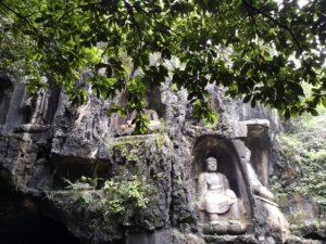 Statuen im Lingyin Tempel
