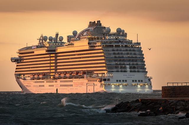 Modernes Kreuzfahrtschiff